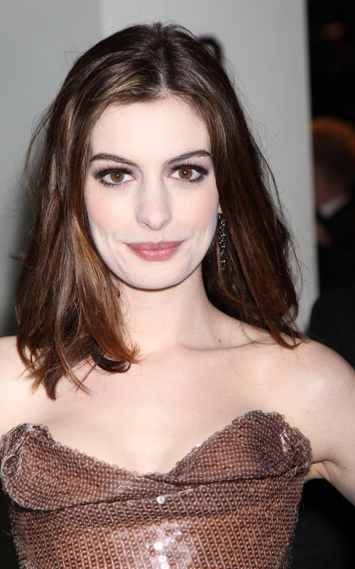 Anne Hathaway Alice in Wonderland Premiere dress