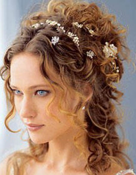 Naturally curly hairstyles tend to be very difficult to manage,