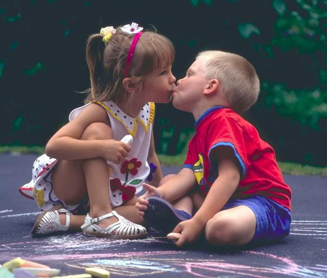http://2.bp.blogspot.com/_qfcupp5GJs4/S3TqyFHPhBI/AAAAAAAAAD8/iCwEFtApQkU/s640/kissing_kids+(1).jpg