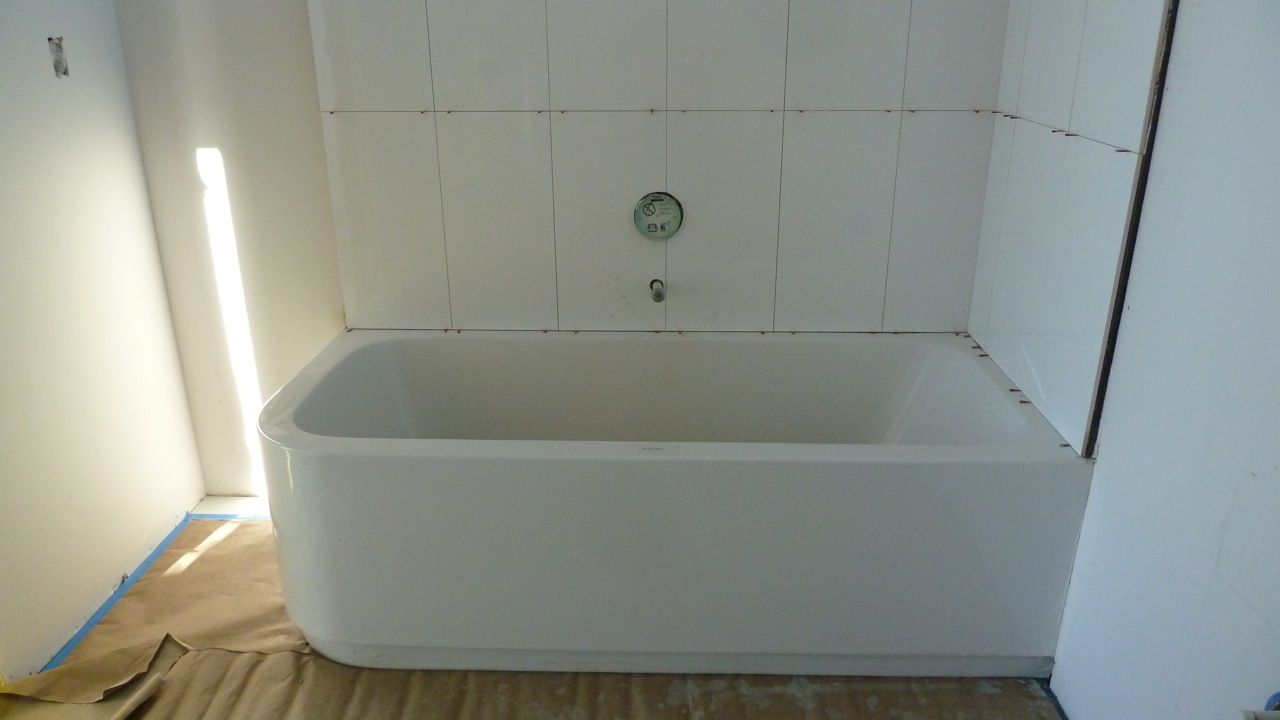 Tiling Around A Bath >> The Minnie House: The Hang Over: A Rocio Romero LV Home Project in Pacifica, CA
