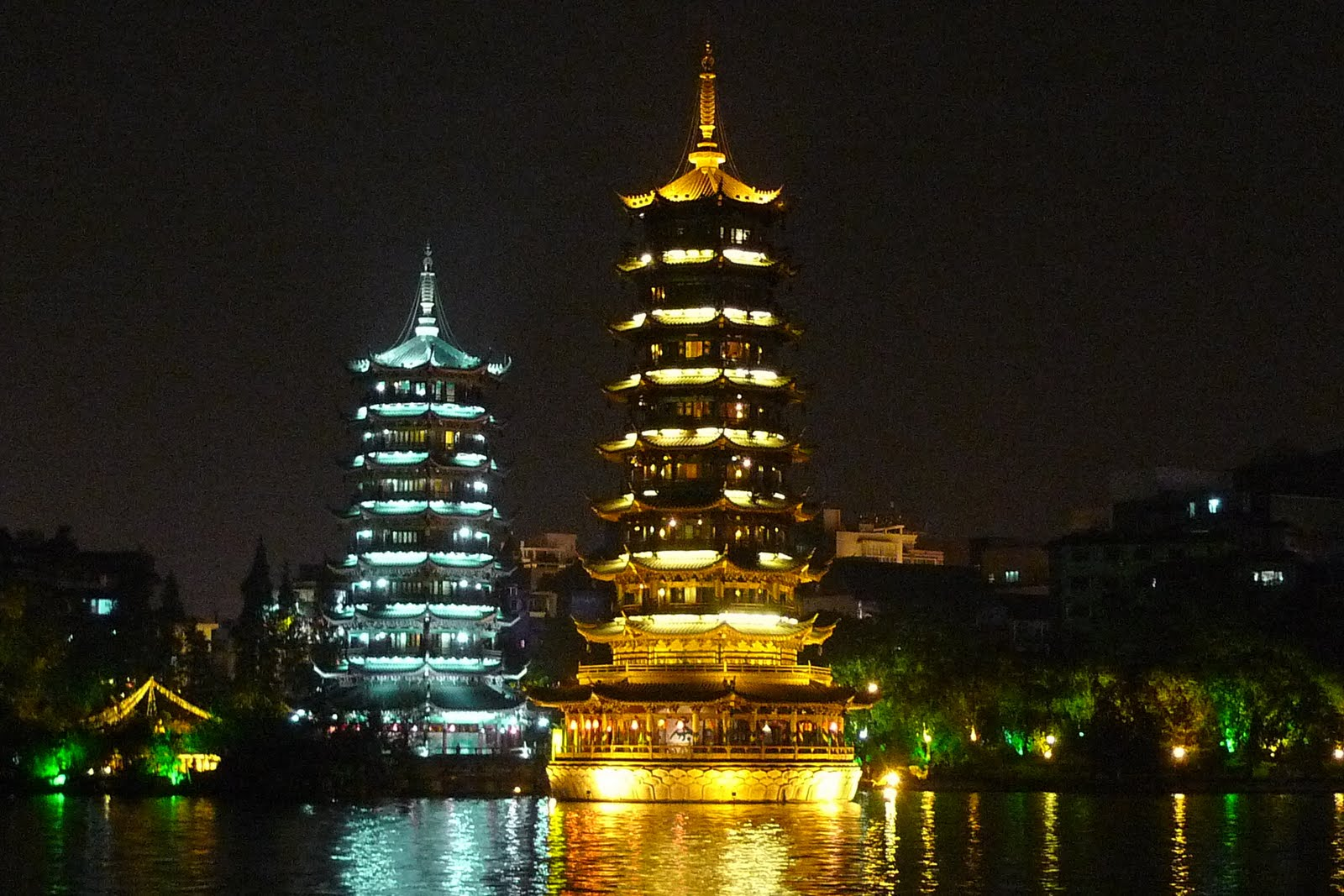 http://2.bp.blogspot.com/_qgDh0CvuSMg/TM1_qlc0WuI/AAAAAAAADH0/SR4md_HqiCM/s1600/pagoda%2B4.jpg