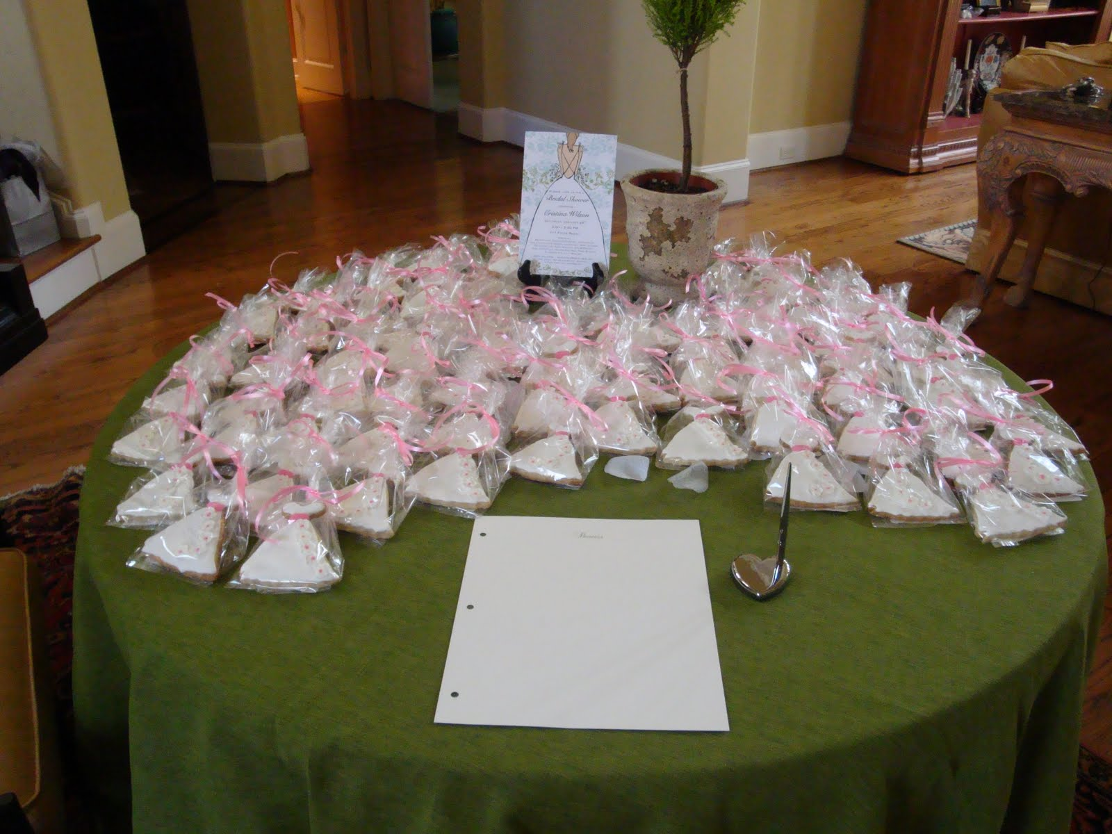 Sweet Thang39;s Confections: Bridal Shower Wedding Cake Pops
