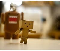http://2.bp.blogspot.com/_qib9WickcIU/TSdSjv-9tYI/AAAAAAAAAZs/ASJ7b2WlsJQ/s200/chased+box+robot.jpg
