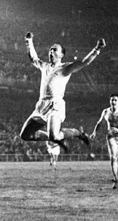 Di Stefano jumps after score a goal
