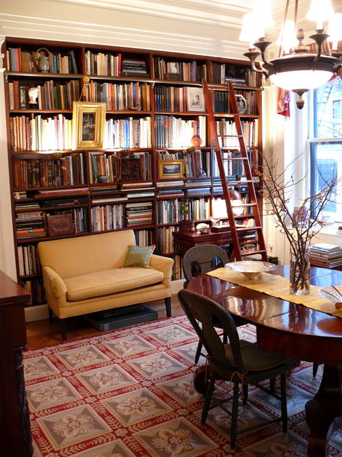 Through the french eye of design dine in libraries for Dining room library