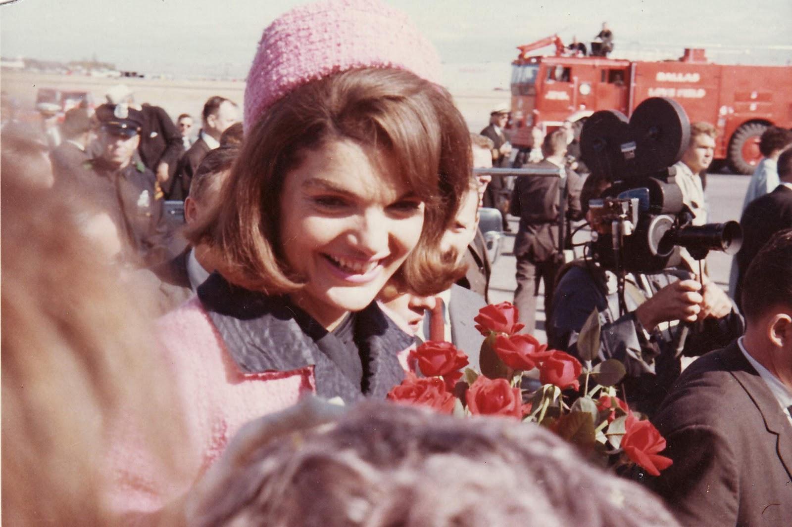 http://2.bp.blogspot.com/_qkdu4uOwe4A/TSjg-k2krNI/AAAAAAAABgQ/cURVCqId8kU/s1600/Jackie+Kennedy.jpg