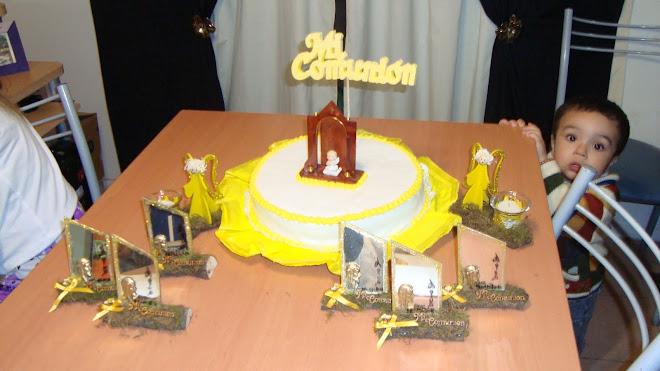 Torta y souvenirs de comunion
