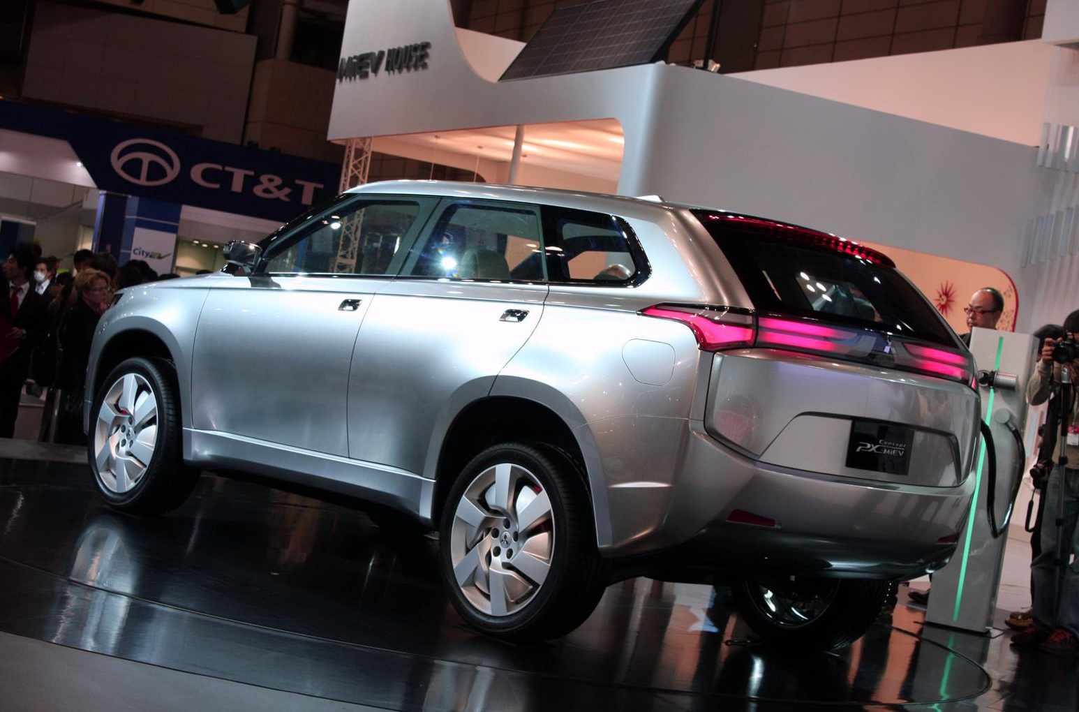 mitsubishi to launch plug in hybrid suv in 2013. Black Bedroom Furniture Sets. Home Design Ideas