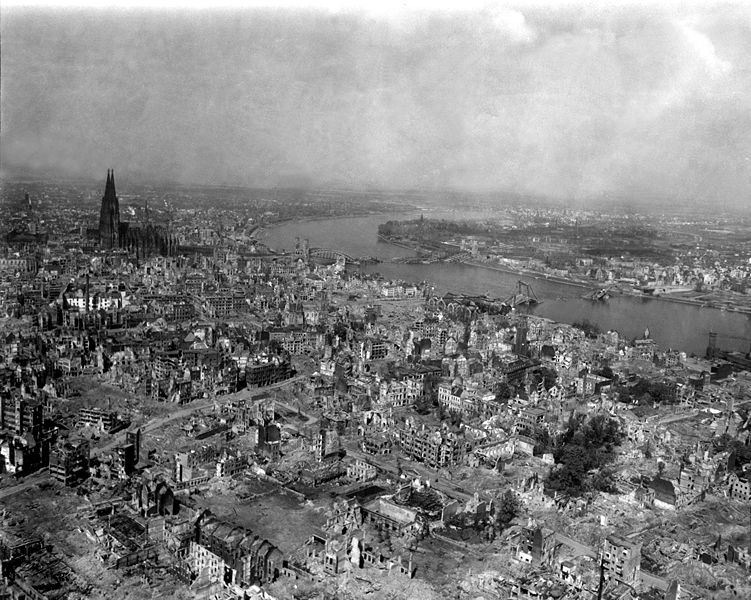 Overzicht keulen na bombardement 1945