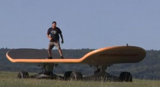 World's Largest Skateboard: 5 Pics +video