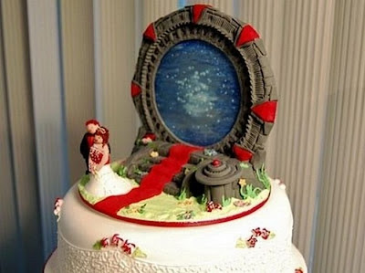 The most ridiculous and stupid wedding cakes Seen On  www.coolpicturegallery.net