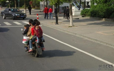 The impossible is possible - One family (8 people) in a bike