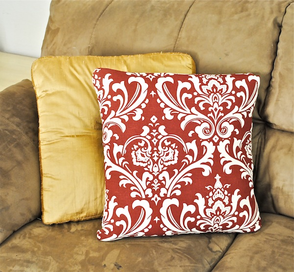 How To: Recover a throw pillow for beginners - Classy Clutter