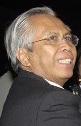 oc. Kaligis, pangcara lebay golkar,  Dekan Lebay FH-Universitas Borobudur Ijazah Palsu Airin Rachmi