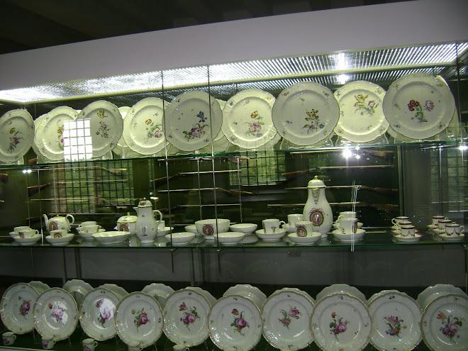 จานกินข้าวสมัยก่อน ของพระมหากษัตรย์ ในประเทศเยอรมัน