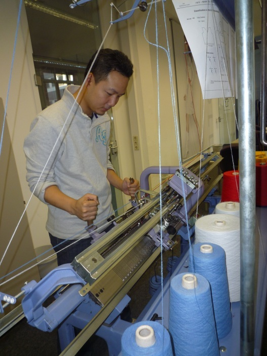 Knitting Loom Machine : Guide to sweater design what types of machines are used
