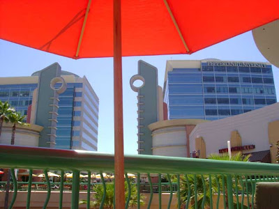 The Bridge Shopping Mall & Cinema de Lux.