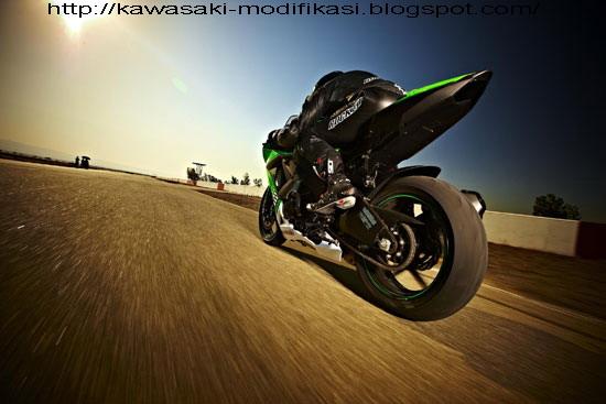 2010 Kawasaki Ninja ZX-10R title=