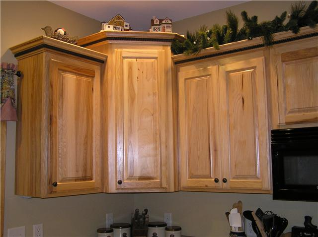 how to install crown molding on top of kitchen cabinets