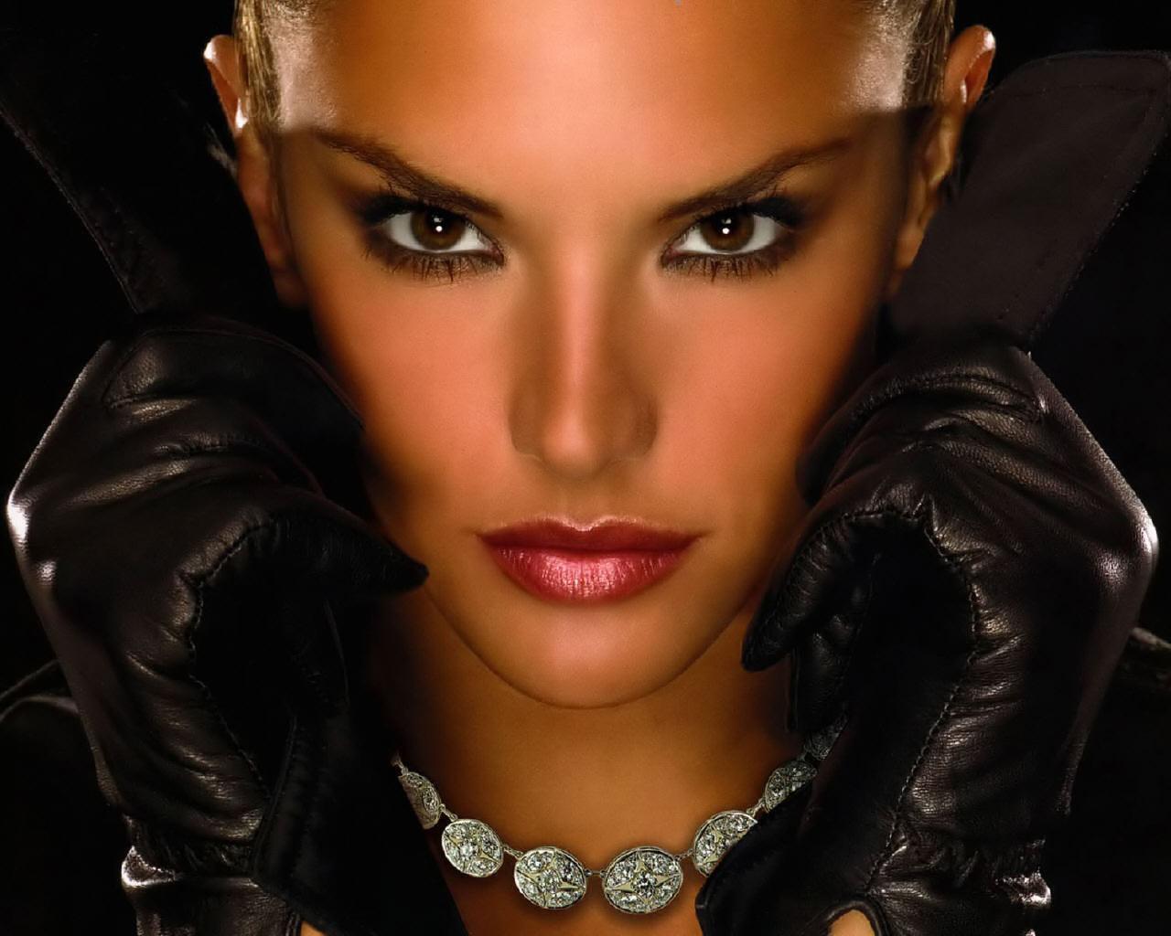 http://2.bp.blogspot.com/_qyk1vn1V4rM/THH2TiBE9zI/AAAAAAAAAxM/M1kip9LQSpg/s1600/Alessandra_Ambrosio_Fashion_Model_2.jpg