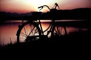 Final de tarde de bicicleta passeando sem mais sem menos