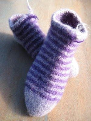 Pastimes of Pamala: Fuzzy Slippers for American Girl dolls