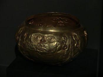 vase en or