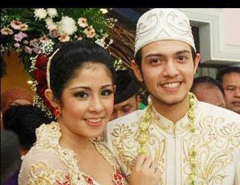 Foto 1 Eksklusif Pernikahan  Risty Tagor-Rifky Balweel