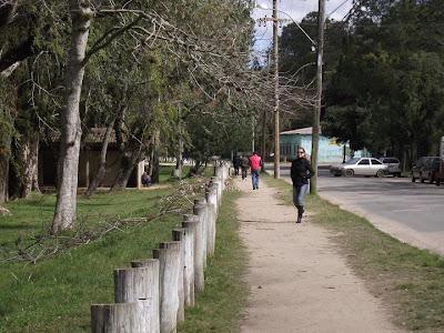 Avenida Beira Rio, junto à Praça José Comunal no Bairro Belém Novo em Porto Alegre. Trecho da avenida faz parte do itinerário da linha de ônibus 168 - Belém Novo via Tristeza de Porto Alegre.