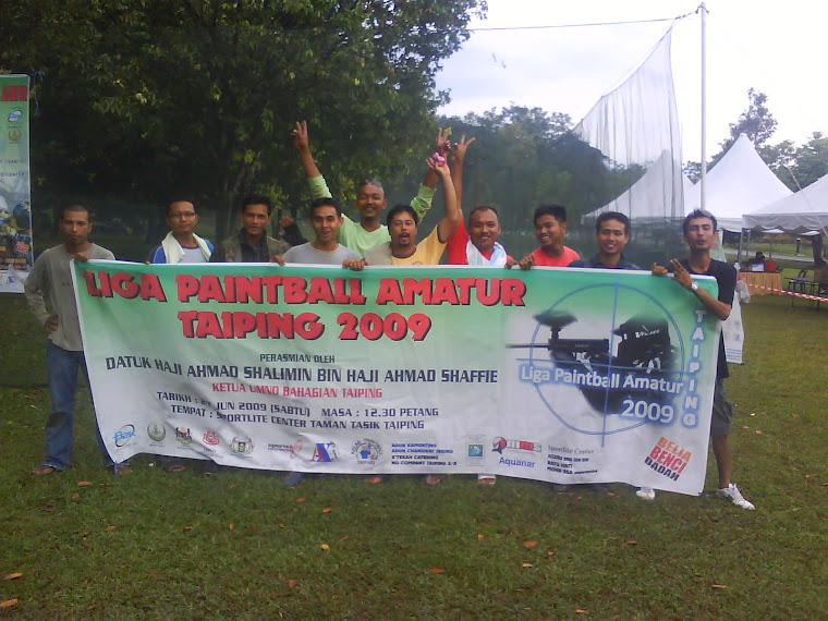 Peserta dari Pulau Pinang bergambar dengan sepanduk Liga