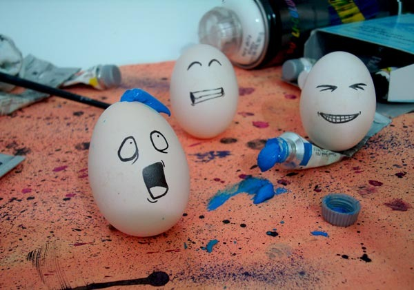Funny easter eggs Funny eggs Decorating Easter Eggs Egg Decorating Romantic surprise Easter Crafts Holiday crafts Organic Eggs Boiled Eggs Forwards Ok some are silly but if I met someone that did some of these well I might possibly get mushy and romantic too. .