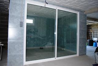 les r alisations de r mi le bricoleur 13 mise en place baie vitree chantier termine. Black Bedroom Furniture Sets. Home Design Ideas