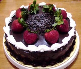 strawberry delicious chocolate cake pic