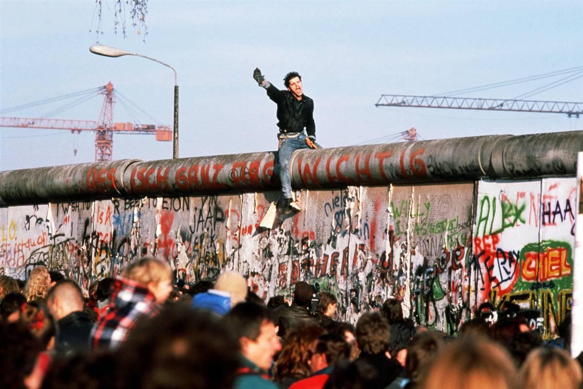 http://2.bp.blogspot.com/_r8aRQ9B-Sx0/SwE6Pc6x5aI/AAAAAAAAHE8/cmiaZ0lj_gw/s1600/ss-091102-berlin-wall-22.ss_full.jpg