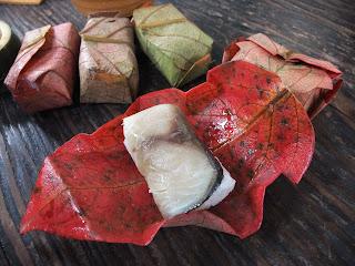 三輪素麺 そうめん処 森正の真っ赤な紅葉の柿の葉寿司