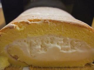 GOKOKUの北摂「純生」プレミアムロールケーキの断面