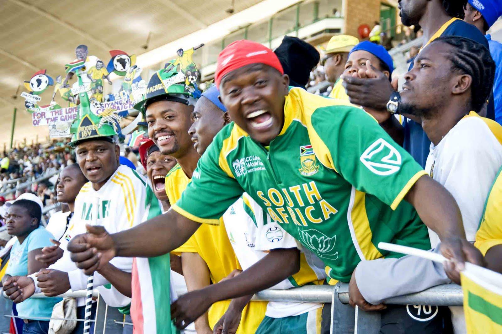 http://2.bp.blogspot.com/_r9TXKIwaBdw/TBnPPtH0DxI/AAAAAAAAHqQ/GWJ5-rvPvEo/s1600/World-Cup-Soccer-Fans.jpg