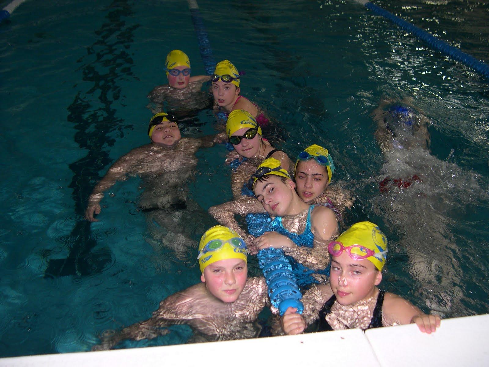 Club nataci n arroaz fene abril 2010 for Piscina de naron