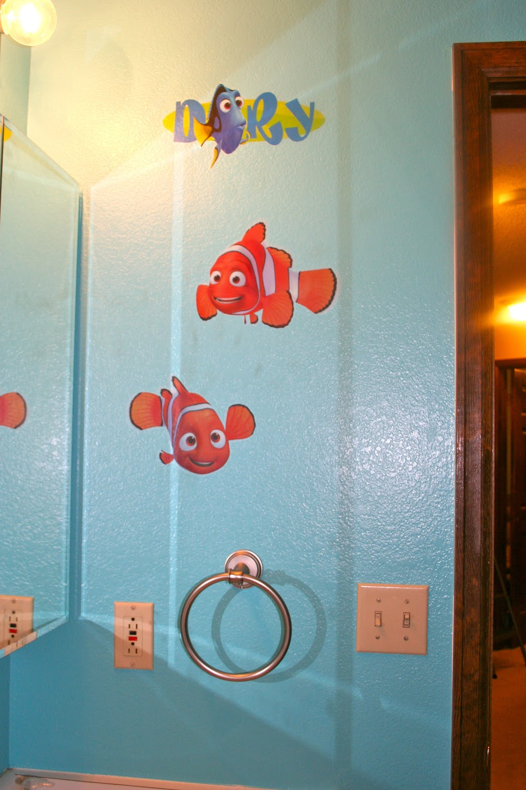 staying crafty the finding nemo bathroom. Black Bedroom Furniture Sets. Home Design Ideas