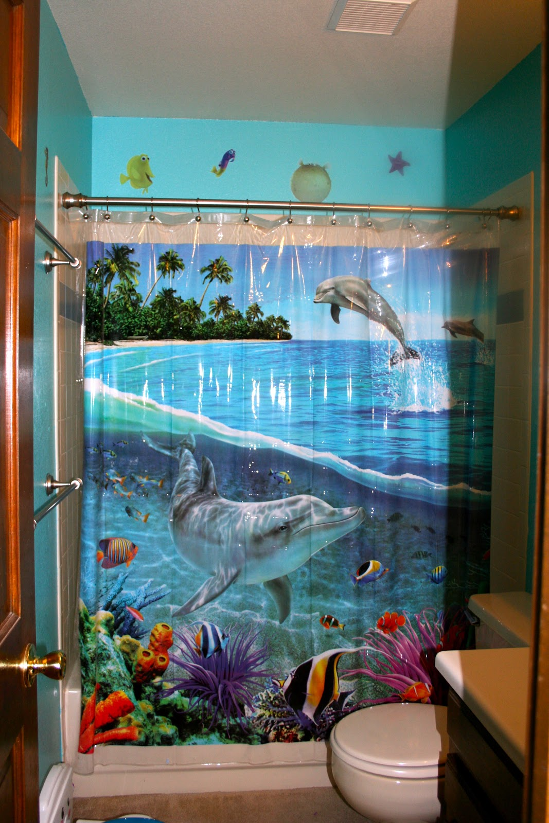 finding nemo bathroom 28 images finding nemo shower curtain myshowercurtains finding nemo. Black Bedroom Furniture Sets. Home Design Ideas