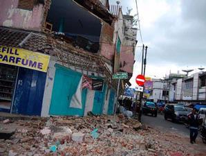 Photo-gempa-bumi-tasikmalaya