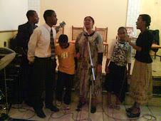 """Nosso Pastor e sua familia """" Louvando ao Senhor"""""""