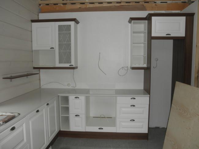 """""""keittiön lyhyt seinä"""""""