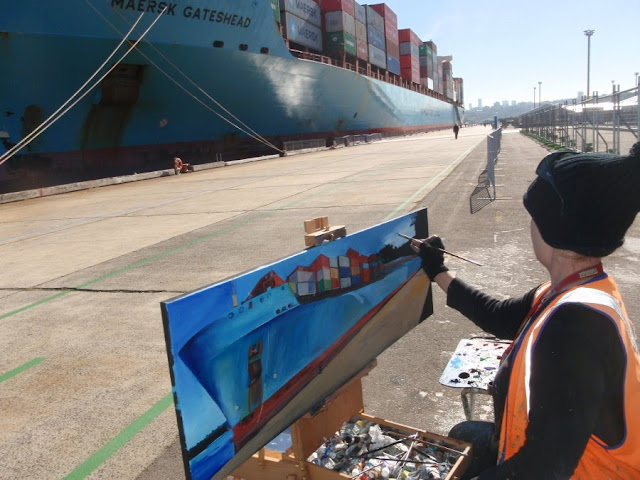 Jane Bennett painting container ship 'Maersk Gateshead' at Barangaroo