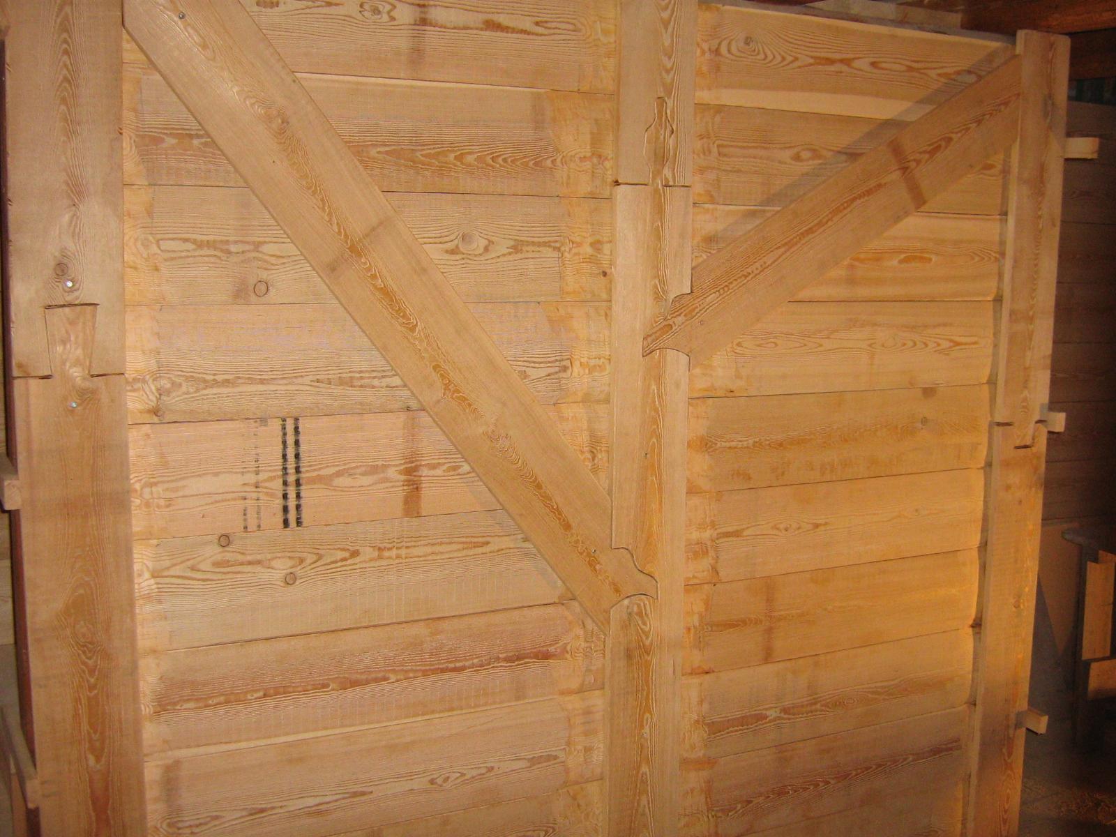 la parete che nasconde la scala che sale in mansarda, crea un disegno ...
