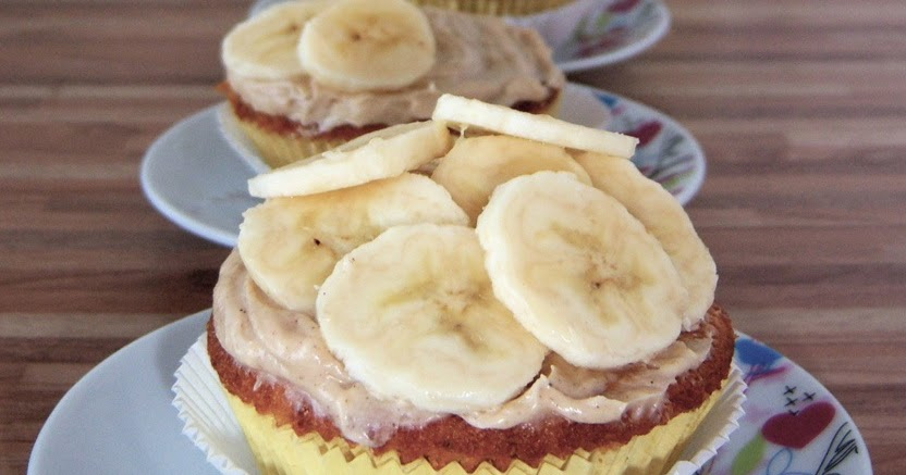 ... : (Ceranfeld) Roasted Banana Cupcakes with Honey Cinnamon Frosting