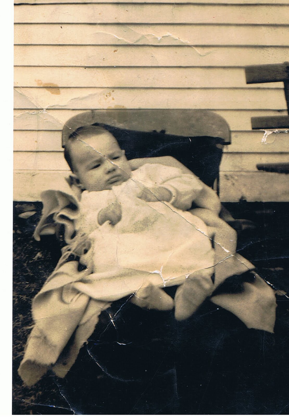 http://2.bp.blogspot.com/_rGUuTATVf0g/TI2C2FlOGCI/AAAAAAAAACU/e1XQUhMhgFk/s1600/William+Robert+Blades+baby+picture+1923.jpg