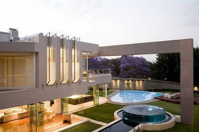 Glamorous Glass House in Africa