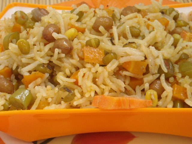 My Kitchen's Aroma: Sprouty Peanut tomato Rice -- In microwave