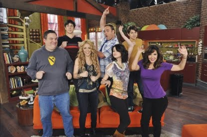 http://2.bp.blogspot.com/_rHj7Ad8af50/Sx-h6GZw04I/AAAAAAAAAfo/P7vJGS5hCXU/s1600/107820_shakira-guest-stars-on-wizards-of-waverly-place.jpg